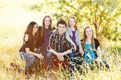 large family posing ideas | Photography-Cute poses and ideas / This would be perfect for grandkids ...