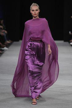 Veronica - My site Purple Fashion, Look Fashion, High Fashion, Fashion Show, Fashion Design, Satin Dresses, Elegant Dresses, Beautiful Dresses, Gowns