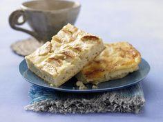 Apfelkuchen mit Sauerrahmguss: Köstlicher Obstkuchen mit Äpfeln vom Blech - wie bei Muttern, aber weniger gehaltvoll.