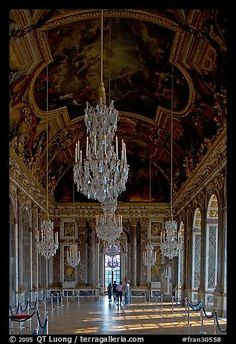 Gallerie des glaces room, Versailles Palace. France