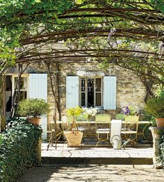 Tunnel wisteria Provence luxury home for summer rental Luberon Valley Outdoor Rooms, Outdoor Dining, Outdoor Decor, Outdoor Pergola, Indoor Outdoor, Rustic Gardens, Outdoor Gardens, Large Garden Pots, Gazebos