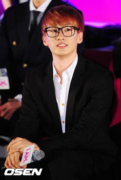 I don't care what they say. Eunhyuk, you're in the top three of all hot idols. Megane Eunhyuk :)