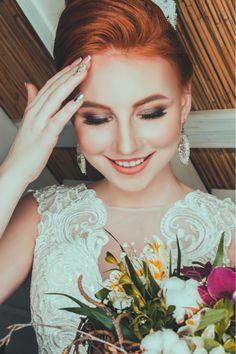 Si estás lista para un nuevo reto de boda, es hora de tocar el reto de maquillaje para boda, novia que lo deje para última hora va mal, lee en el blog por qué. ¡No te lo pierdas! #maquillajeparabodanovia #maquillajeparaboda The Bride, Bride And Groom Gifts, Bride Groom Dress, Groom Attire, Groom And Groomsmen, Groomsmen Boxes, Casual Wedding Groom, Rustic Wedding Groom, Casual Grooms