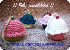 Cupcake Amigurumi - Patrón Gratis en Español aquí: http://entrehilosyalgomas.blogspot.com.es/2014/09/tutorial-cupcake-amigurumi.html