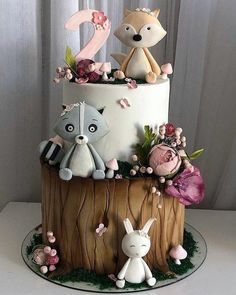 Adorable animals on a woodland cake Enchanted Forest Cake, Woodland Cake, Baby Birthday Cakes, Animal Cakes, Novelty Cakes, Cute Cakes, Celebration Cakes, Themed Cakes, Baby Shower Cakes