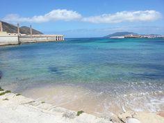 Isola di Favignana - veduta della vecchia tonnara Florio e del porto visti dalla spiaggia di Praia | da Lorenzo Sturiale