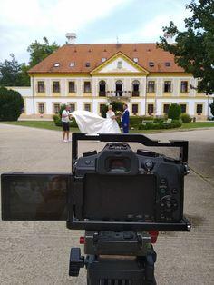 Új-Ebergényi Kastélyszálló előtti kreatív fotók és az esküvői videó kreatív vágóképei készülnek. Mansions, House Styles, Google, Decor, Mansion Houses, Decorating, Villas, Fancy Houses, Inredning