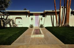 A Kitschy Mid-Century Modern / Regency House. Photo by Chimay Bleue.