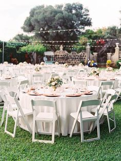 32 Super Ideas For Wedding Ceremony White Chairs Simple - Table Settings Round Wedding Tables, Wedding Reception Chairs, White Round Tables, Wedding Table Linens, Wedding Table Settings, Wedding Ceremony, White Round Tablecloths, Garden Wedding Inspiration, Wedding Ideas