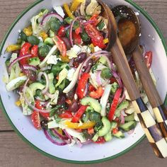 Make Ahead Salads, Summer Potluck, Greek Dishes, Greek Salad, How To Dry Oregano, Mediterranean Recipes, Greek Recipes, Soup And Salad, Summer Recipes