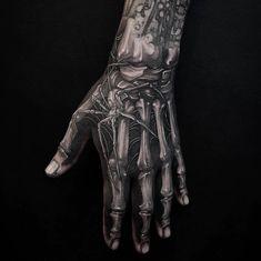 Nice Tattoo Artwork that spider on skeleton looks real as fuck Carlos tatoo Toe Tattoos, Tattoos Arm Mann, Body Art Tattoos, Sleeve Tattoos, Bone Hand Tattoo, Skeleton Hand Tattoo, Hand And Finger Tattoos, Hand Tats, Simple Tattoos For Guys