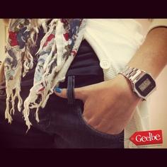 Look de viernes con relojes retro Casio sólo en Geelbe