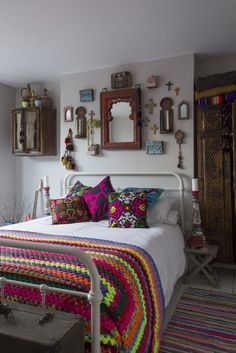 Eclectic bedroom, the interior is neutral with colorful decor.  Are you looking for unique and beautiful art photo prints to create your gallery walls? Visit bx3foto.etsy.com and follow us on Instagram @bx3foto