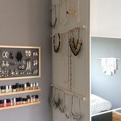 Circle Canvas, Jewellery Storage, Jewellery Displays, Diy For Girls, Diy Makeup, Bathroom Hooks, Candle Sconces, Ladder Decor, Bedroom Decor