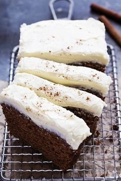 Gingerbread Loaf with Cream Cheese Frosting Creme de la Crumb Loaf Recipes, Cake Recipes, Dessert Recipes, Drink Recipes, Vegan Recipes, Holiday Baking, Christmas Baking, Italian Christmas, Köstliche Desserts