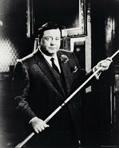 Jackie Gleason as pool hustler Minnesota Fats, in the 1962 movie 'The Hustler.' Gleason was nominated for an Academy Award as best supporting actor for the film Classic Hollywood, Old Hollywood, Hollywood Glamour, Billard Snooker, Jackie Gleason, Billiards Pool, Pool Cues, Paul Newman, Tom Cruise