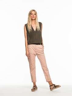 Chino rose pale et top vert olive #ModeFemme