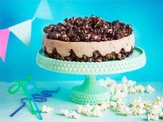Hauska popcorneista valmistettu kakku on paitsi lystikästä, myös herkullista tarjottavaa. Kelpaa myös aikuisille ! Fodmap Recipes, Low Fodmap, Something Sweet, Dessert Recipes, Desserts, Coffee Cake, Let Them Eat Cake, Popcorn, Cheesecake