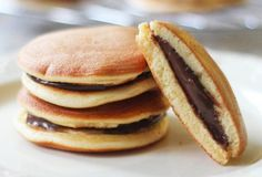 Fool-proof Doraemon Pancakes with Nutella fillings. You will be amazed by its tender and airy texture, like a mini sponge cake. Sweet Desserts, Sweet Recipes, Dessert Au Nutella, Dorayaki Recipe, Pancakes And Waffles, Food Inspiration, Cravings, Breakfast Recipes, Bagel
