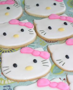 HELLO KITTY CAKE AND COOKIE FAVORS