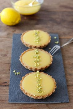 Attractive looking, could have any curd filling Dutch Recipes, Sweet Recipes, Baking Recipes, Cake Recipes, Dessert Recipes, Sweet Pie, Sweet Tarts, Pistacia Vera, Cupcakes