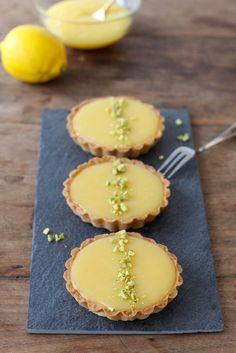 Citroen tartelettes met een vleugje pistache - Francesca Kookt