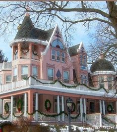 Pretty in Pink Victorian Homes and Cottages! Victorian Architecture, Beautiful Architecture, Beautiful Buildings, Beautiful Homes, House Architecture, Victorian Style Homes, Victorian Era, Victorian Fashion, Victorian Houses