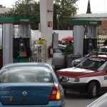 Maestros de la CNTE 'toman' seis gasolineras en Oaxaca y regalan el combustible
