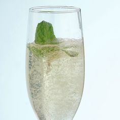 5 holiday cocktails under 150 calories (like this Elderflower Sparklers drink). #drinkrecipes #thanksgivingrecipes #healthyrecipes #everydayhealth | everydayhealth.com