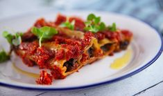 Cannelloni For the Filling: 1 brown onion, finely diced… Pasta Recipes, Gourmet Recipes, Vegetarian Recipes, Healthy Recipes, Savoury Recipes, Pasta Dishes, Food Dishes, Stuffed Mushrooms, Vegetarische Rezepte