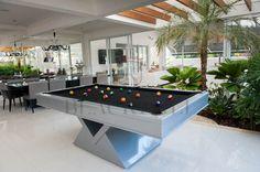 A mesa Atena traz aspectos futuristas para jogadores que buscam uma mesa de sinuca com um apelo estético maior, porém, sem deixar de lado sua funcionalidade.