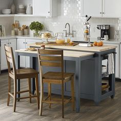 44 Inspiring Design Ideas for Modern Kitchen Cabinets - The Trending House Kitchen Island Table, Kitchen Island With Seating, Kitchen Islands, Kitchen Dining, Dining Room, Primitive Kitchen, Wooden Kitchen, Farmhouse Style Kitchen, Modern Farmhouse Kitchens
