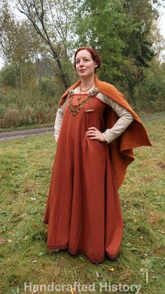 Viking age outfit for a woman, during an autumn viking event in Sweden, made by HandcraftedHistory.blog