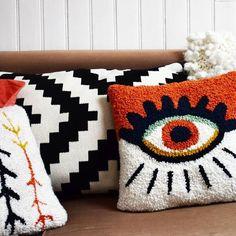 tufting yarn & tufting with yarn , tufting yarn Diy Pillows, Cushions, Throw Pillows, Hook Punch, Punch Needle Patterns, Latch Hook Rugs, Art Textile, Punch Art, Soft Grunge