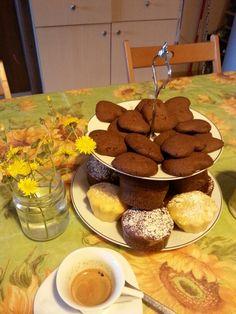 Biscotti e muffin cioccolato cannella  arancia e mandorle
