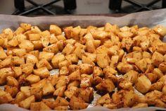 Patatas Bravas qui déchirent!!! – La fille du boulanger cuisine… Mets, Sweet Recipes, Tapas, Buffet, Brunch, Food And Drink, Potatoes, Vegetables, Cooking