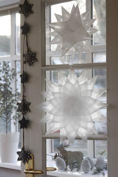 Diy Christmas Gifts For Friends, Christmas Mood, Christmas Crafts For Kids, Simple Christmas, Paper Snowflake Patterns, Front Door Christmas Decorations, Navidad Diy, Christmas Wonderland, Diy For Kids
