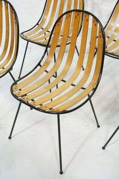 Set of 6 Iron and Molded Wood Chairs. Great weld : Lot 1