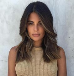 hair highlights Dark Brown Cut with Subtle Blonde Highlights Face Frame Highlights, Straight Hair Highlights, Chocolate Highlights, Caramel Highlights, Brown Medium Length Hair With Highlights, Dark Brown With Highlights, Highlights Around Face, Blonde Highlights On Dark Hair Short, Hair Colors
