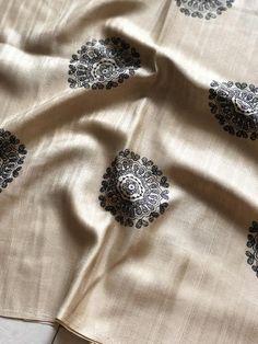 Soft raw silk raising border black circle printed saree comes with crepe blouse pc Georgette Sarees, Silk Sarees, Saree Designs Party Wear, Raw Silk Saree, Saree Models, Fancy Sarees, Printed Sarees, Indian Sarees, Furnitures