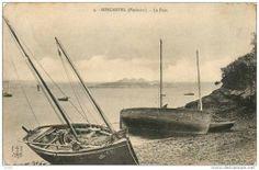 Roscanvel, chaloupes de bornage.  Celle de droite au second plan correspond au gabarit traditionnel local; l'autre bateau est un ancien sardinier reconverti dans le transport de la pierre.