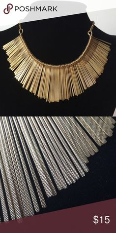 ☝🏻️LOWEST☝🏻️Statement gold necklace Reposh. Wanted to try something new and exciting to mix up my wardrobe and its just not me. Gorgeous piece. Jewelry Necklaces