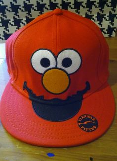 d71f4261e4d ELMO RED BIG FACE SESAME STREET TV FLEX FIT HAT CAP FLAT BILL OSFA ONE SIZE  NEW