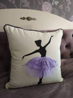 Like the black silhouette Sewing Crafts, Sewing Projects, Glue Art, Pillow Crafts, Ring Pillow Wedding, Art N Craft, Kids Pillows, Sewing Rooms, Valentine Crafts
