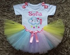 body-personalizado-e-saia-tutu-chuva-de-bencao-amor-1ano Twin Birthday Parties, 1st Birthday Girls, Birthday Decorations, First Birthdays, Princess Peach, Alice, Baby Shower, Rainbow, Party Ideas