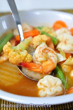 Hot ans sour soup with tamarind paste and shrimp