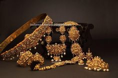 Latest Indian Gold and Diamond Jewellery Designs: Nakshi Temple Jewellery for bride