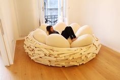 Some people are just nesters and if you fall into that category this Bird's Nest Bed design might just be the perfect fit for Modern Furniture, Furniture Design, Nest Furniture, Home Interior, Interior Design, Decoration Design, Bean Bag Chair, Decorative Bowls, Sweet Home