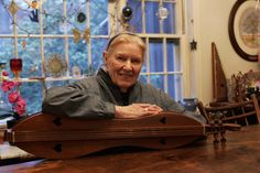 Ms. Ritchie brought hundreds of traditional songs from her native Appalachia to a wide audience and performed with major names in folk music, including Pete Seeger and Doc Watson.
