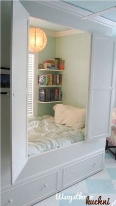 looks lika a wardrobe, but inside it's something else - genial!